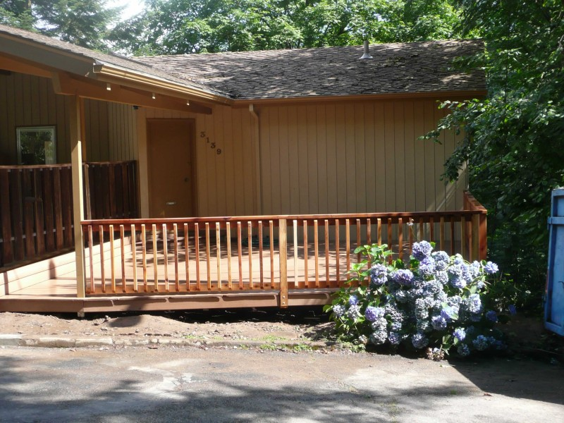 Composite deck composite deck cedar for Cedar decks pros and cons