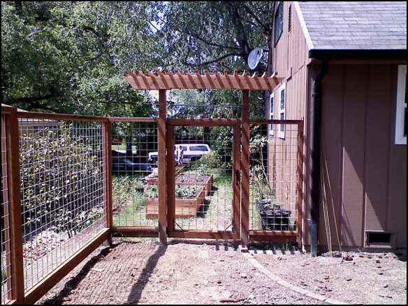 Wire fence with gate arbor