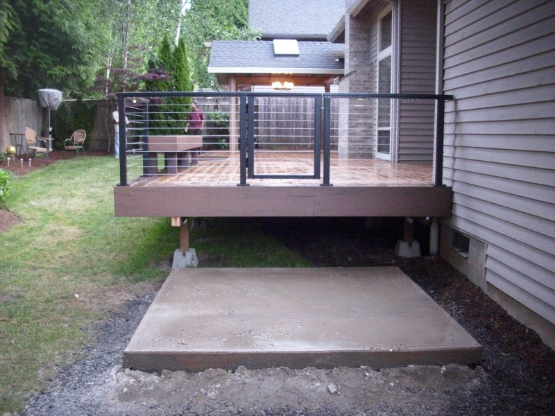 Timbertech deck with cable railing and lights Aluminum railing with on screen enclosures lighting ideas, pvc lighting ideas, aluminum fence design, home lighting ideas, deck lighting ideas, aluminum fence accessories,