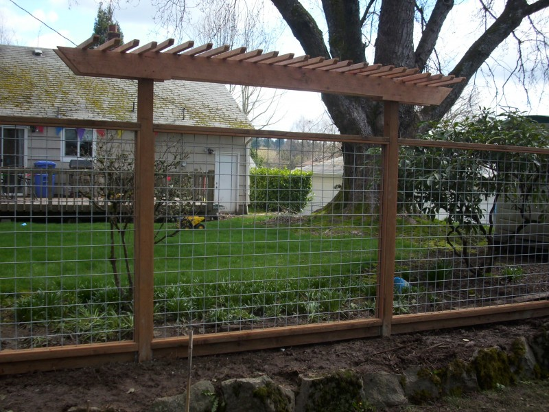 Wire fencing with arbor