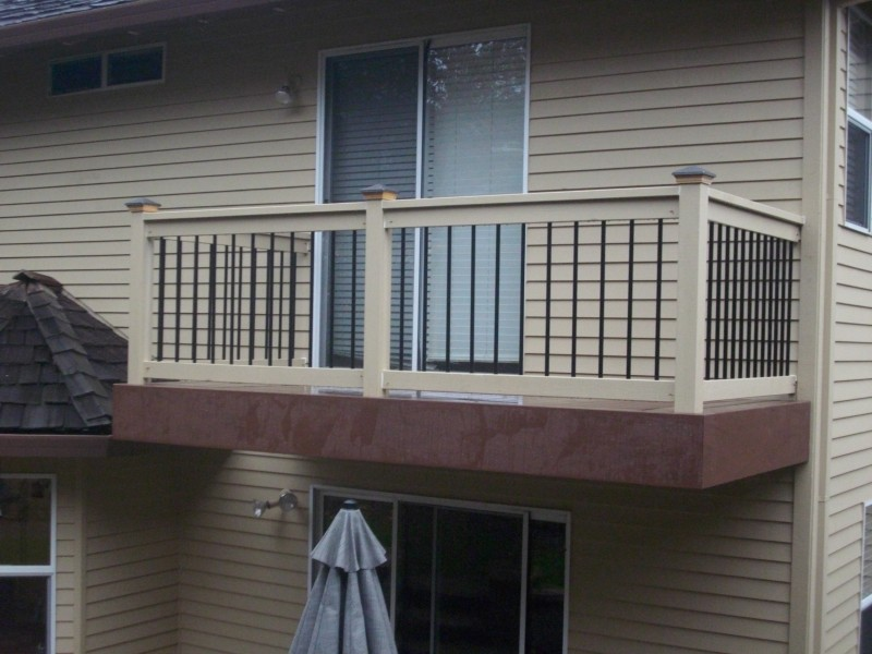 Cedar railing with metal balusters and caps
