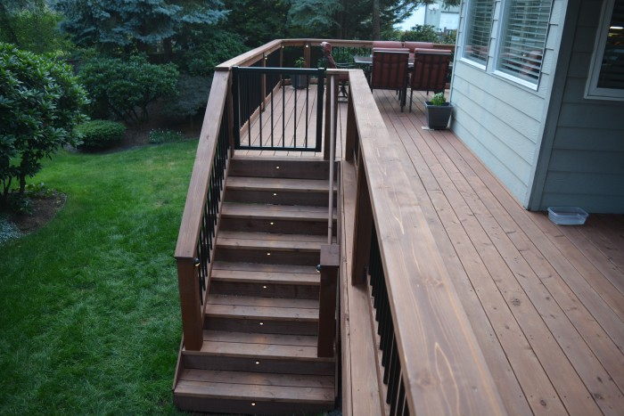 Cedar deck with Trex lighting