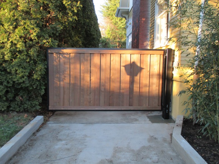 Mighty Mule auto opening driveway gate