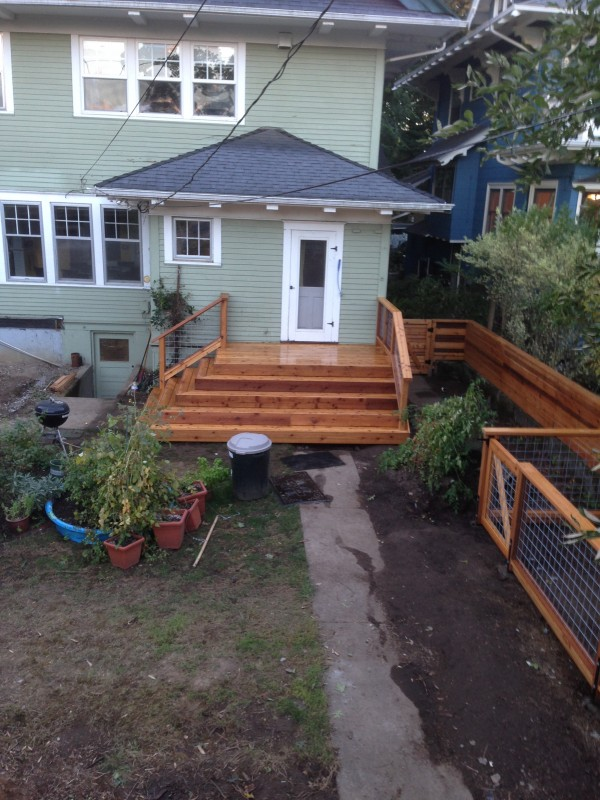 Cedar deck with hog panel railing