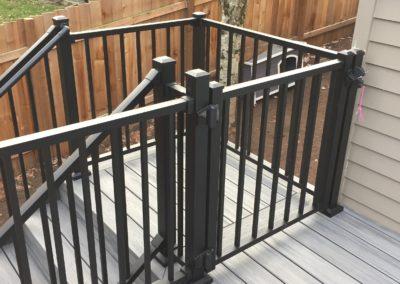 Trex Signature aluminum gate