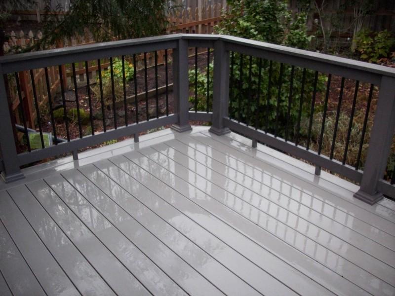 Hot tub Timbertech PVC deck